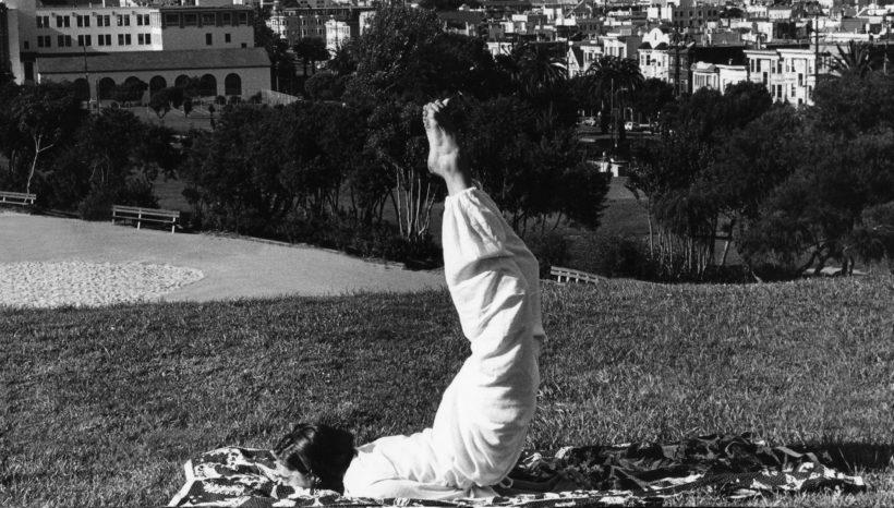 Yoga e Donna: La Fioritura dal Bocciolo al Fiore
