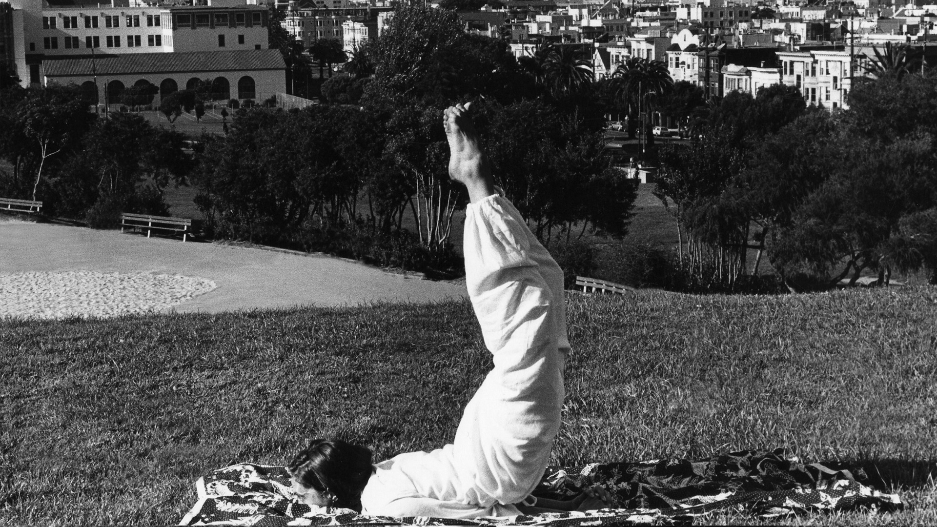 Superare la ciclicità lunare della donna con lo yoga